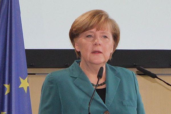 Merkel, 'Kırım'da referandum kararı gayrimeşru'