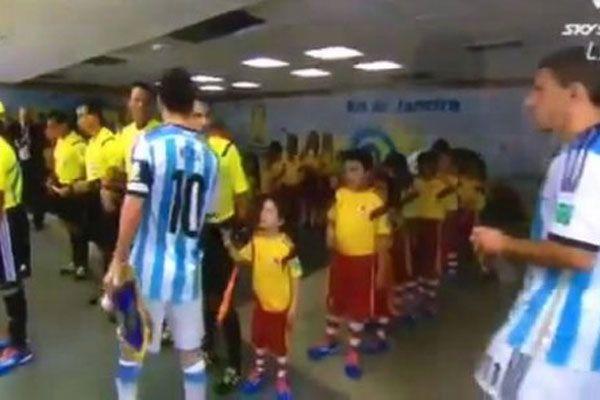 Messi'den 'el sıkmama' açıklaması