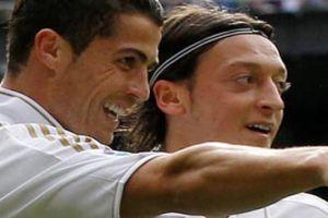 Mesut Özil'den Ronaldo'ya tebrik