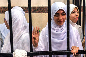 Mısır'da darbe karşıtı kızlara 11'er yıl hapis