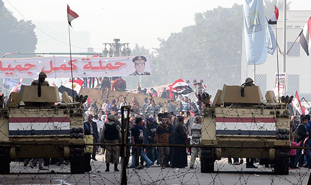 Mısır'da darbe cephesinde bölünme