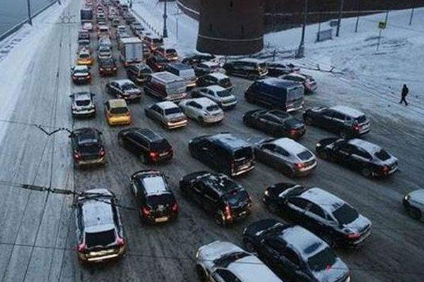 Moskova'da kar hayatı felç etti
