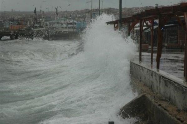 Bodrum'da kuvvetli rüzgar hayatı olumsuz etkiledi