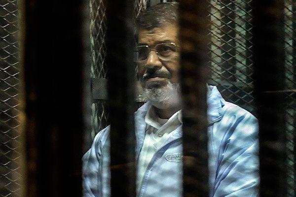 """Mursi duruşmaya """"güvenlik"""" gerekçesiyle getirilmedi"""