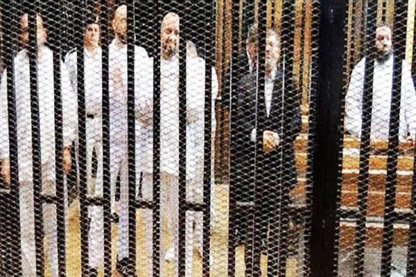 Mursi'nin duruşması yarına ertelendi