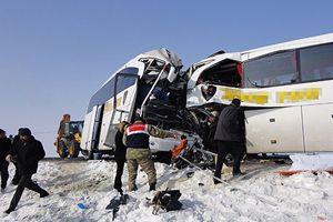 Muş'ta iki yolcu otobüsü çarpıştı, 4 ölü, 17 yaralı