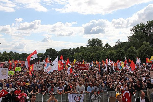 Köln polisi Nazi sembollü 'çirkin' dövizlerle ilgili inceleme başlattı