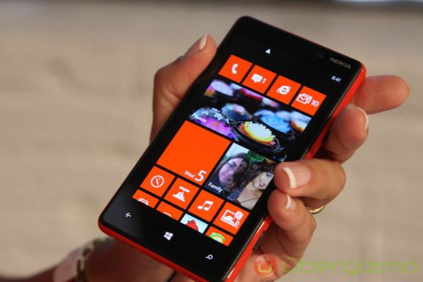 Nokia eski iphoneları topluyor