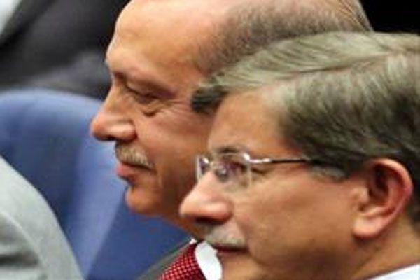 Erdoğan ve Davutoğlu'nun ilk ödülleri Kosova'dan
