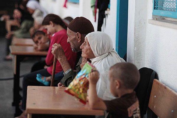 Okul sıraları Gazzeliler'in evi haline geldi