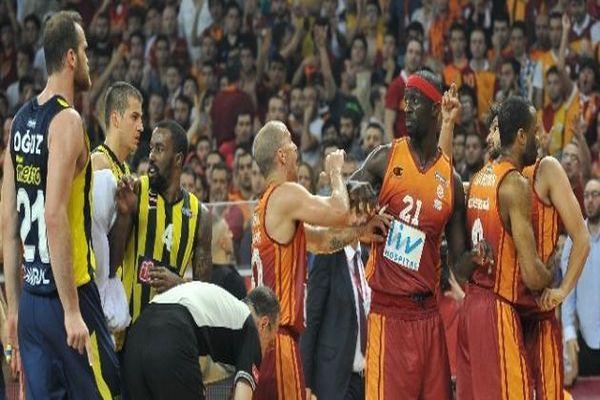 Olaylı maçın Galatasaray'a faturası ağır oldu