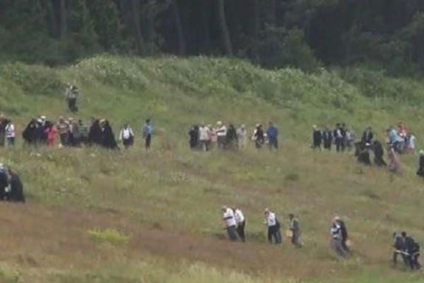 3. Havalimanı törenine ulaşmak için tepeleri aştılar