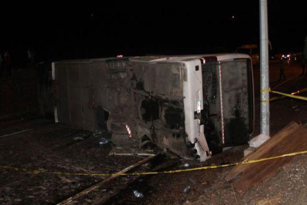 Ankara'da yolcu otobüsü devrildi!