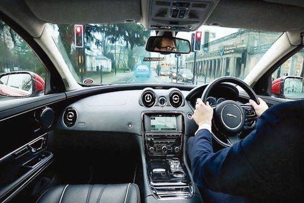 Otomotivde artık yönünüzü öndeki sanal araç gösterecek