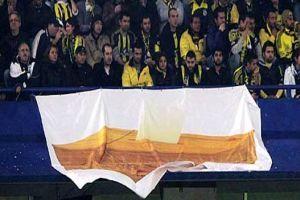 Fenerbahçe tribünlerinde dikkat çekici pankart