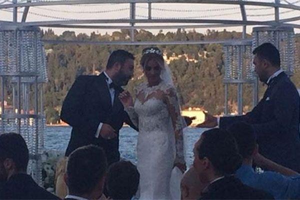 Petek Dinçöz sürpriz bir şekilde evlendi