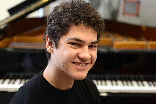 Suriye'den kaçan genç piyanist Türk vatandaşı oldu
