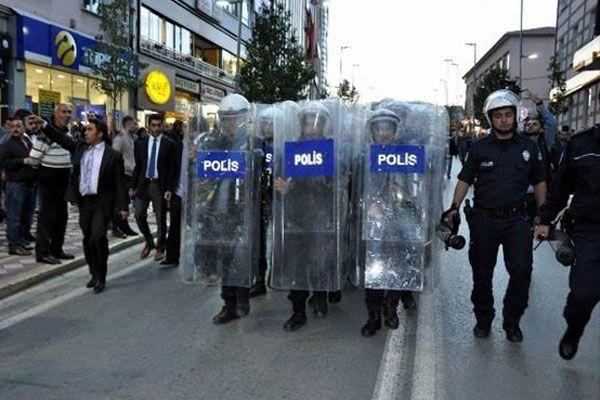 Polislerden 'Vatan sana canım feda' yürüyüşü
