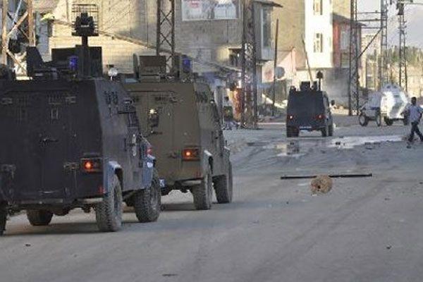 Hakkari'de polisler yanmaktan son anda kurtuldu