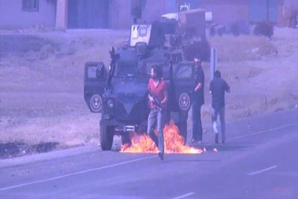 Polisler yanmaktan son anda kurtuldu