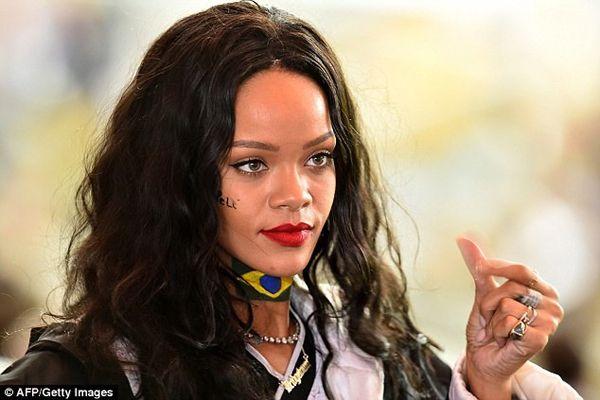 Rihanna'ya Yahudi saldırısı