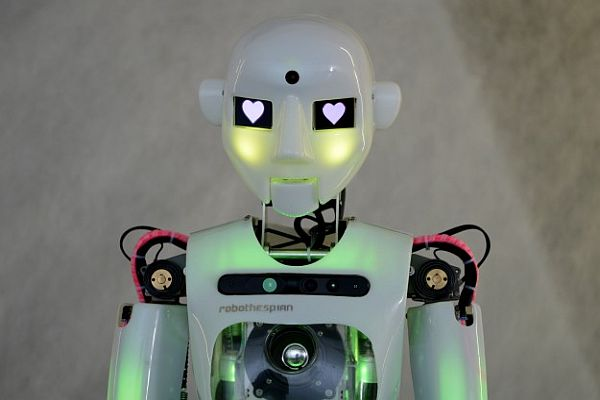 Sanatçı robotlar sergide buluştu