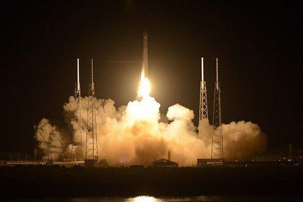 Dragon uzay aracı UUİ'ye ulaştı