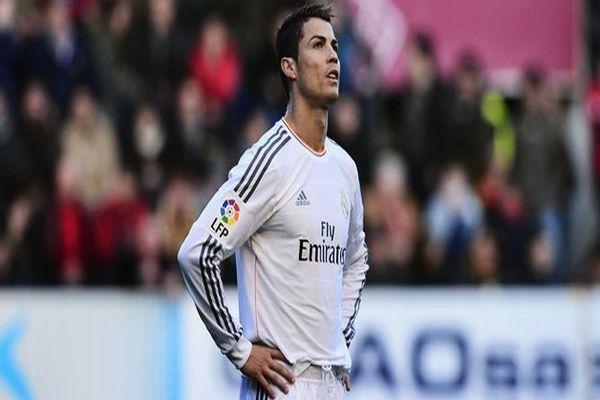 Ronaldo'nun kafasına kim çakmak attı