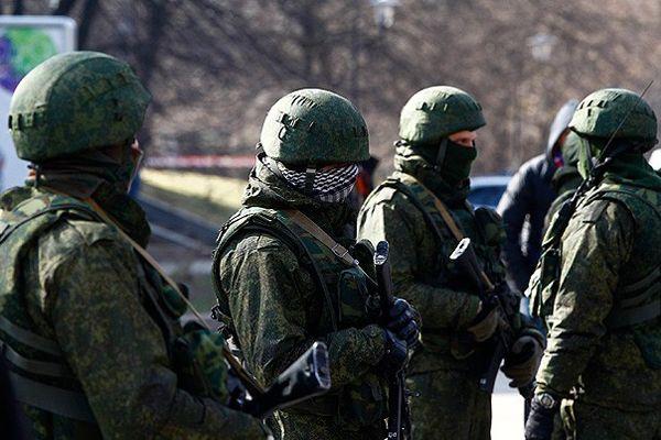 Rusya Kırım'a asker yığıyor