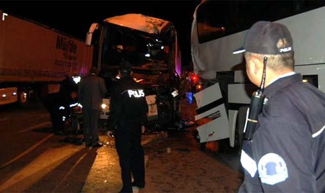 Eskişehir - Ankara yolunda trafik kazası, 2 ölü, 8 yaralı