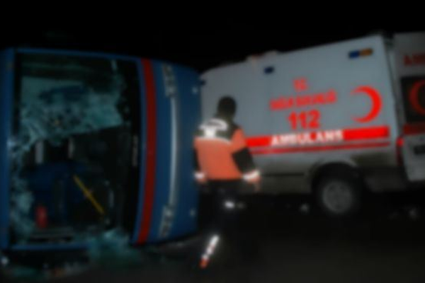 Cezaevi aracı kaza yaptı yaralılar var