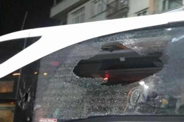 Fenerbahçe otobüsüne Trabzon'da taşlı saldırı