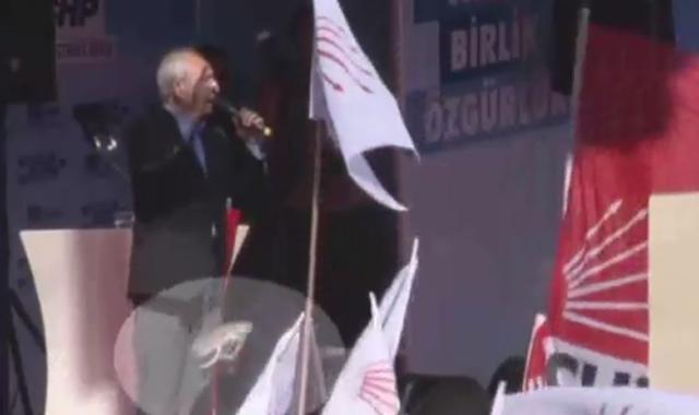 Kılıçdaroğlu'na mitingde ayakkabı fırlattılar