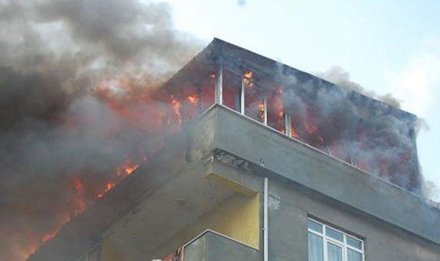 Tekirdağ'da çıkan yangın 3 evi kül etti