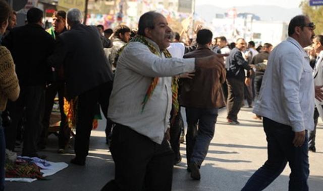 Nevruz'u bahane edip polise saldırdılar