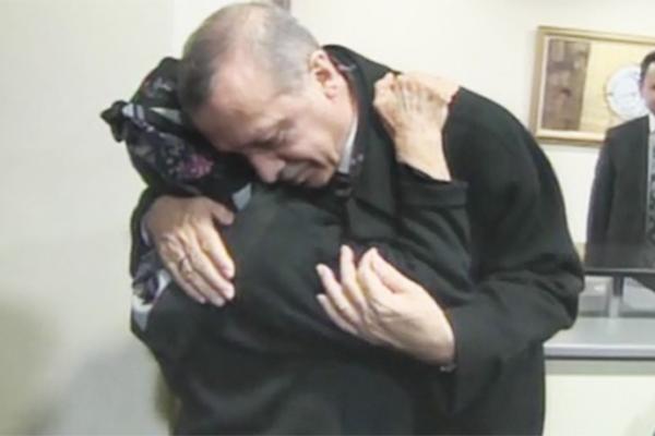 Malatya'da Erdoğan ve teyze arasında ilginç diyalog