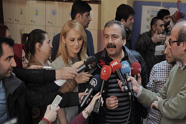Sırrı Süreyya Önder kendisine oy veremedi