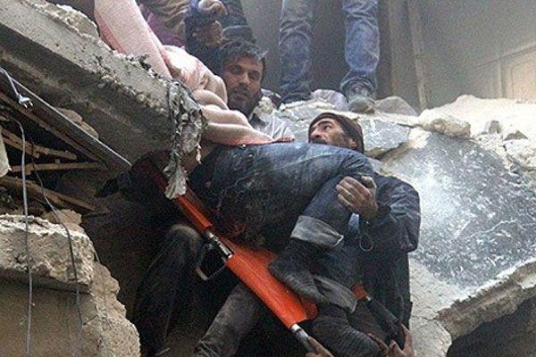 Suriye'de pazar yerine varil bombalı saldırı, 40 kişi öldü