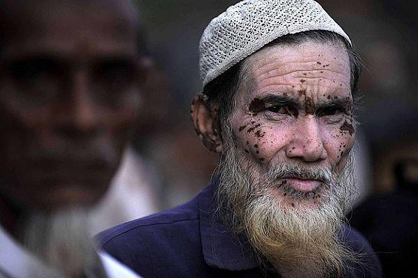 Hindistan'da Müslüman köylere saldırı