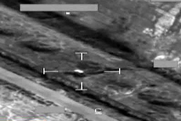 İngiliz savaş uçakları Irak'taki IŞİD mevzilerini vurdu! İşte o anlar