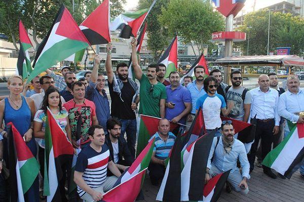 Sanatçılar İsrail'i protesto etti