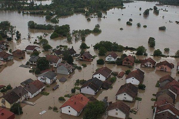Bosna Hersek'te tehlike devam ediyor