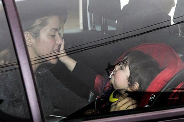 Ünlü şarkıcı Shakira yeni yaşını ailesi ile birlikte kutladı