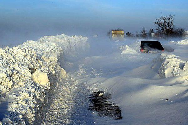 Sırbistan'da bin kişi kar yığınları nedeniyle mahsur kaldı