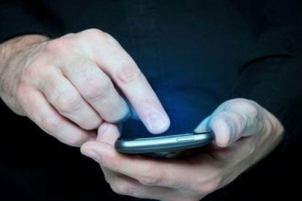 Bu ülkede cep telefonuyla mesaj göndermek yasak