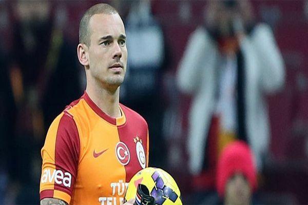 Sneijder, 'Sahada dost olmamız mümkün değil'