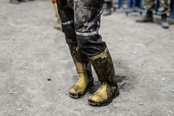 Çizmelerine doldurduğu çamurlu su sayesinde kurtuldu