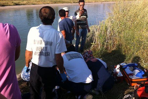 Su kanalında kaybolan aile aranıyor