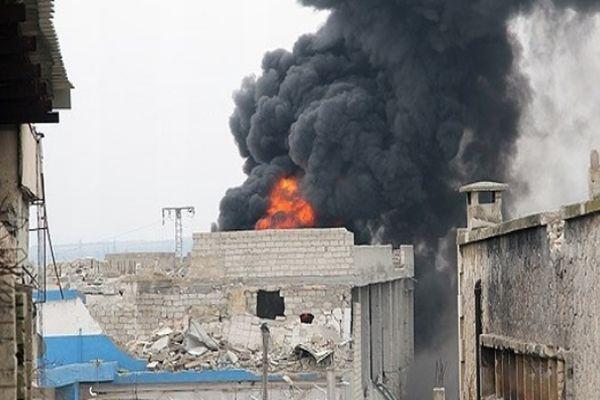 Suriye'de Türkmen Köyü bombalanıyor