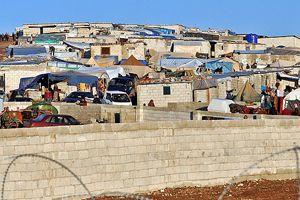 Suriye'deki kampta soğuğa karşı 'duvar' önlemi
